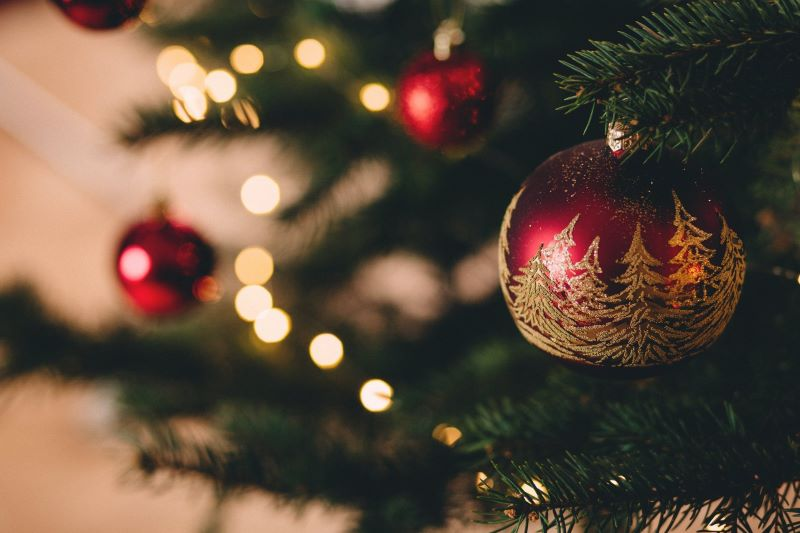 The Glamorous Touch Your Artificial Christmas tree Is Missing